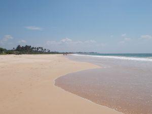 weiter Strand bei Habaraduwa