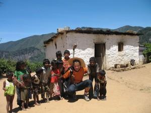 Spontane Begegnung mit Kindern im Teepflückerdorf Ohiya