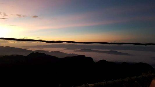Grandioser Blick in das in Wolken gehüllte Tal