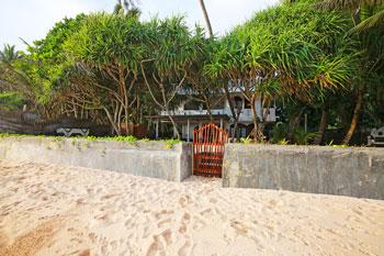 Hotel-direkte-Strandlage-Sri-Lanka