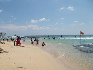 Badespass in der Lagune am südlichen Ende des Koggala Beach