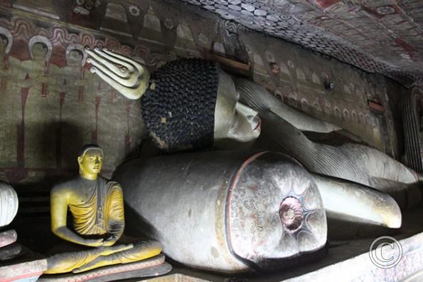 Dambulla Tempel Schlafender Buddha Höhlenmalerei
