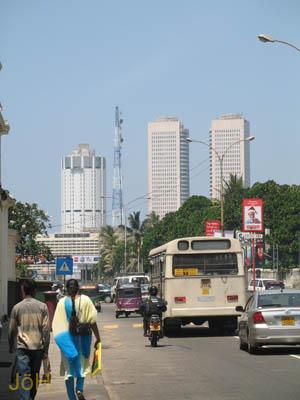 image Galle Road ist die Lebensader Colombos