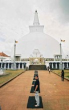 Highlight in Anuradhapura: Ruwanwelisaya Dagoba