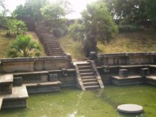 Highlight in Anuradhapura: Der königliche Pool  Pond