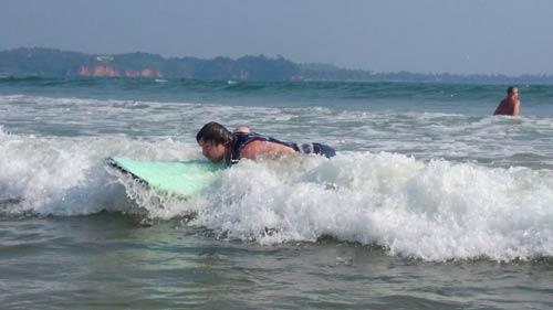 zum ersten Mal Surfen in weligama surfspot